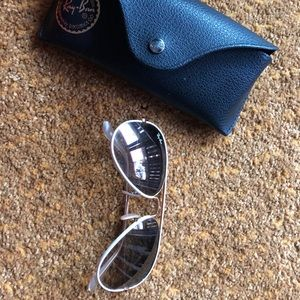 RayBan Aviators.Black lens with white frame RB3025